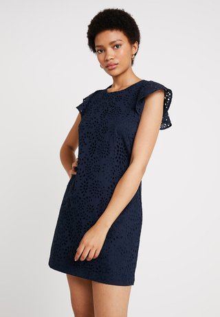 EYELET MINI SHIFT DRESS - Hverdagskjoler - preppy navy