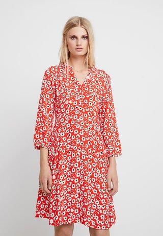 LINAJAS - Shirt dress - red