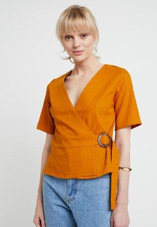 WRAP BUCKLE - Bluse - ochre