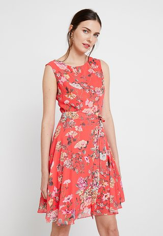 TRAILING FLORAL FIT AND FLATER - Robe d'été - coral