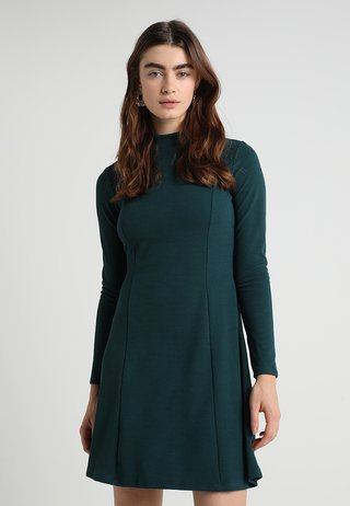 HIGH NECK FIT AND FLARE DRESS - Jerseykleid - green