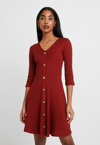 FIT AND FLARE - Strikkjoler - rust