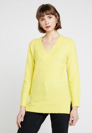 V NECK JUMPER - Jersey de punto - yellow