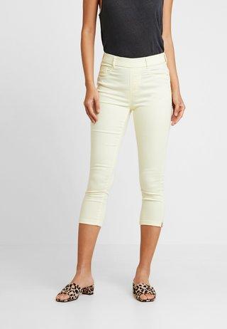EDEN CROP - Jeans Shorts - lemon