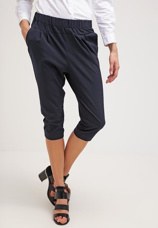 JILLIAN CAPRI PANTS - Shorts - midnight marine