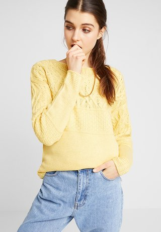 MAGGIE CABLE YOKE JUMPER - Strickpullover - ochre
