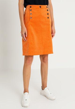 FINE - Pouzdrová sukně - tomato cream
