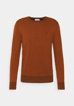 Calvin Klein - C NECK SWEATER - Stickad tröja - gingerbread brown