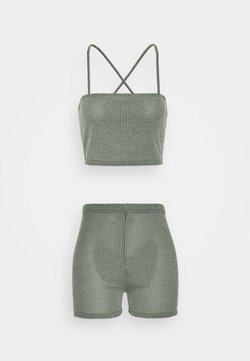 Missguided Tall - TWO TONE CROSS BACK STRAP CROP AND CYCLING - Shorts - mint