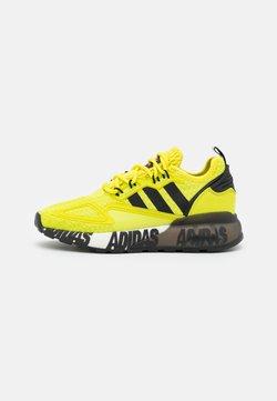 adidas Originals - ZX 2K BOOST UNISEX - Sneaker low - core black/footwear white
