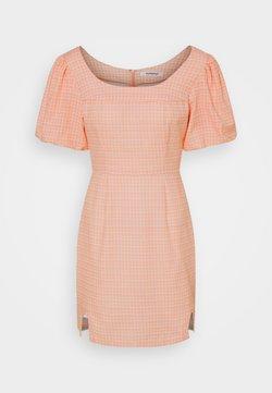 Glamorous - SEERSUCKER MINI DRESSES WITH LOW ROUNDED SQUARE NECKLINE - Freizeitkleid - peach grid