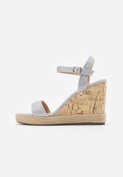 New Look - PERTH WEDGE - Sandales à talons hauts - silver