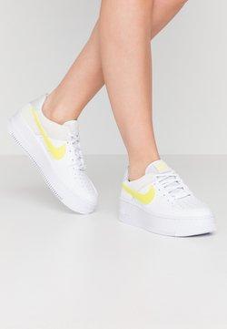 Nike Sportswear - AIR FORCE 1 SAGE - Sneaker low - white/lemon/pure platinum/fossil/sail