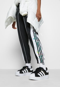 adidas Originals - SUPERSTAR BOLD - Sneakers laag - core balck/footwear white/gold metallic