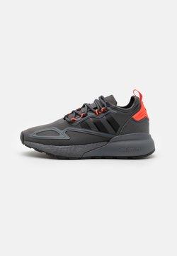 adidas Originals - ZX 2K BOOST UNISEX - Sneaker low - grey six/core black/solar red