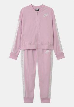 Nike Sportswear - SET - Survêtement - arctic pink/white