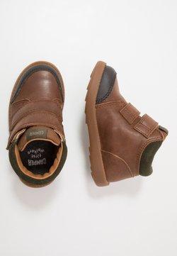Camper - BRYN - Lauflernschuh - medium brown