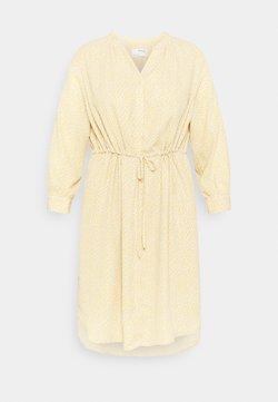 Selected Femme Curve - SLFAMINA DRESS CURVE - Freizeitkleid - sandshell