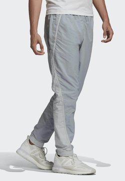 adidas Originals - R.Y.V. V-LINE WOVEN TRACKSUIT BOTTOMS - Jogginghose - grey