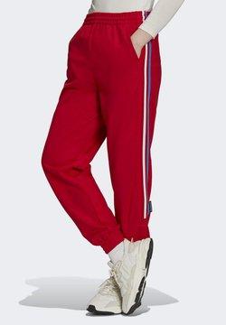 adidas Originals - Track PB ADICOLOR PRIMEBLUE ORIGINALS REGULAR PANTS - Jogginghose - red