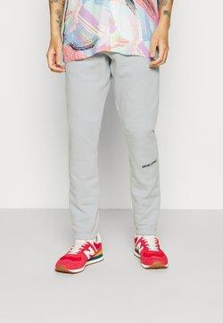 9N1M SENSE - LOGO PANTS UNISEX - Jogginghose - pantone grey