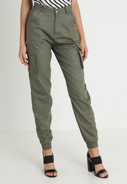 Missguided - PLAIN CARGO TROUSER - Cargo trousers - khaki
