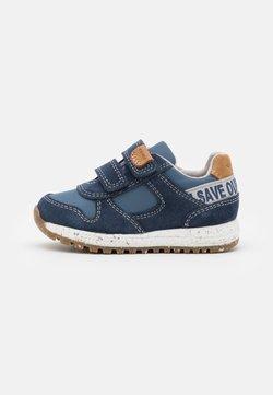 Geox - ALBEN BOY WWF - Sneaker low - navy/avio