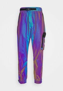 Calvin Klein Jeans - FASHION IRIDESCENT PANT - Jogginghose - purple