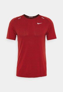 Nike Performance - TECH ULTRA LAUFSHIRT HERREN - Camiseta estampada - chile red