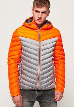 Superdry - MIT FARBBLOCK-DESIGN - Daunenjacke - orange/grey