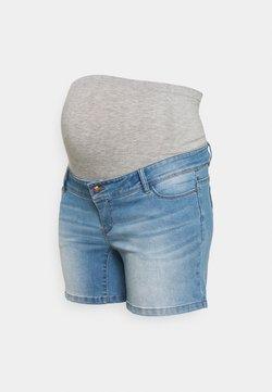 Mamalicious Curve - MLPASO HIGH BACK - Shorts di jeans - light blue denim/wash