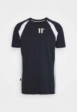 11 DEGREES - CUT & SEW SIDE PANEL - Camiseta estampada - navy/white/poweder blue
