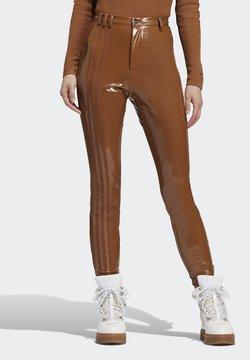adidas Originals - IVY PARK LATEX PANTS - Jogginghose - wild brown