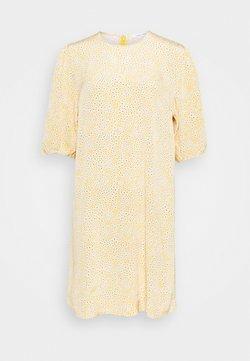 Samsøe Samsøe - ARAM DRESS - Freizeitkleid - golden aster