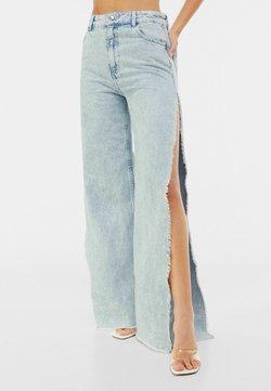 Bershka - Jeans a zampa - light blue