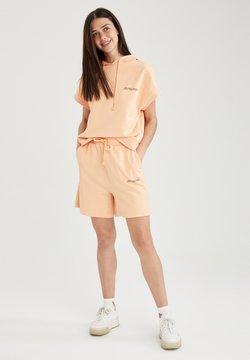 DeFacto - Shorts - orange