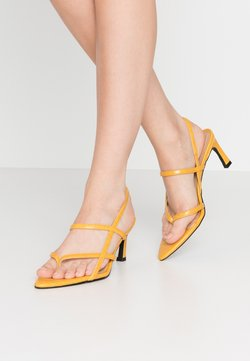 NA-KD - POINTY SOLE TOE STRAP  - Sandales - yellow