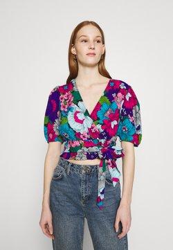 Miss Selfridge - FLORAL WRAP BLOUSE - Bluse - blue/ pink