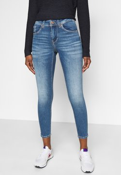 Vero Moda Petite - VMLUX PETITE - Jeans Slim Fit - medium blue denim