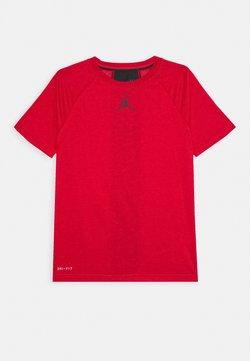 Jordan - CORE PERFORMANCE - T-shirt imprimé - gym red