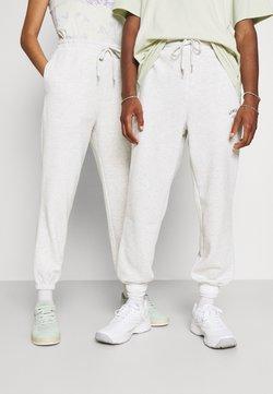 Jack & Jones - JJITOBIAS PANTS UNISEX - Jogginghose - white melange
