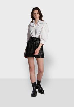 Oakwood - Shorts - black