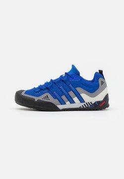 adidas Performance - TERREX SWIFT SOLO UNISEX - Kletterschuh - blue