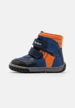 Kickers - SITROUILLE WPF - Talvisaappaat - bleu/orange
