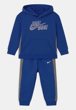 Nike Sportswear - SET - Verryttelypuku - game royal