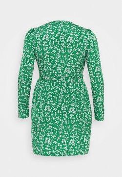 Missguided Plus - PRINTED WRAP MINI DRESS - Freizeitkleid - green