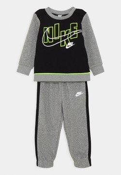 Nike Sportswear - COLOR BLOCK CREW SET - Trainingspak - carbon heather