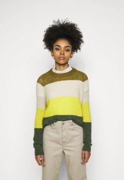 Vero Moda Petite - VMISABELLA O NECK BLOCK BLOUSE - Jersey de punto - fir green/birch/celery/black