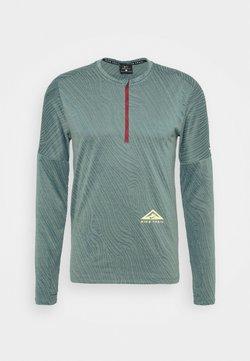 Nike Performance - TRAIL - Funktionsshirt - dark teal green