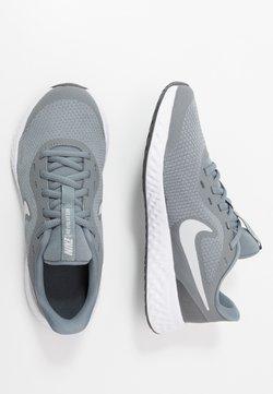 Nike Performance - REVOLUTION 5 UNISEX - Laufschuh Neutral - cool grey/pure platinum/dark grey